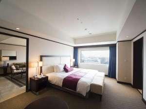 【エグゼクティブスイート/17階】窓からは岡山の街並みが一望できます