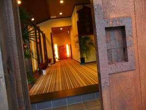 重厚な蔵戸を使用しています。【大人気】お部屋でいただく日帰り入浴会席が大人気です!!