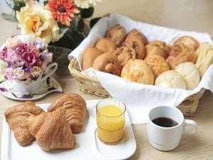軽朝食は無料です!毎朝スタッフが真心込めて焼き上げています♪