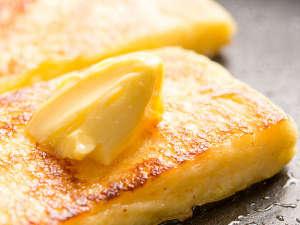 カフェテラス「カメリア」朝食一例※外は少しカリっと、中はふんわりフレンチトースト♪