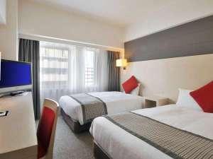 ■スタンダードツイン■シモンズ製ベッドは120センチ×1台/100センチ×1台(18平米)