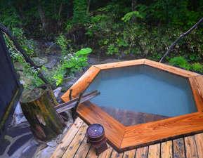 貸切露天風呂の木の湯大和田沢を眺めながら