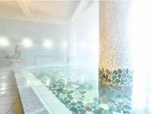 【人魚の湯】色とりどりの「めのう」を敷き詰めた大浴場
