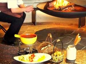 12月からはパチパチ暖かな暖炉でショコラフィーカをお楽しみください。