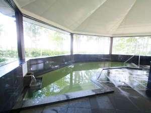 平泉の町並みを一望できる展望風呂(内風呂)。