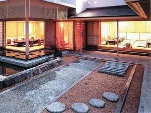 最上階の和食レストラン妙高のお庭です。