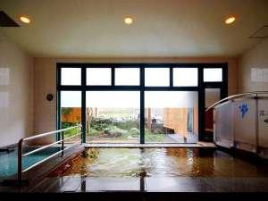 1階大浴場は天然温泉☆泉質は、含弱放射線、ナトリウム、塩化物冷鉱泉で湯上りはいつまでもポカポカ♪