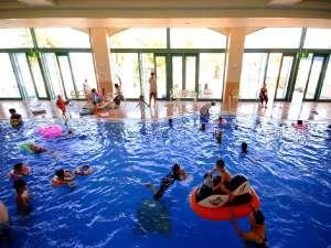 通年使える屋内プール完備! 7/15~8/31は期間限定の幼児用屋外プールも営業致します。