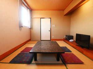 【客室】7・5畳の客室は観光や出張におすすめ。