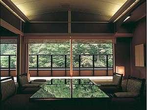 大自然にある宿だからこそ‥‥鮮やかな緑や清流がもたらす癒しはお部屋の中に居ても感じられる