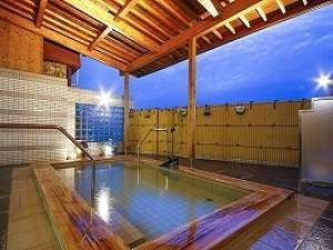 大浴場の露天風呂。美人の湯を御楽しみ下さい。