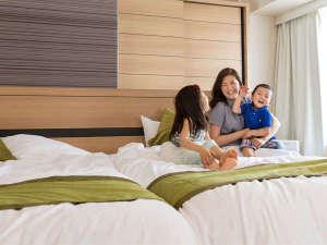 【コンフォートルーム】ベッドをくっつけて広々ご利用いただけます。添い寝も安心!
