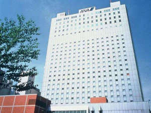 【外観】全日空ホテルズ1号として誕生。歴史と伝統が息づく、白亜の老舗高層ホテル。