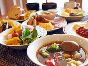 【2階 パルテール】朝食バイキングではホテルメイドのスープカレーで朝から北海道を満喫できます