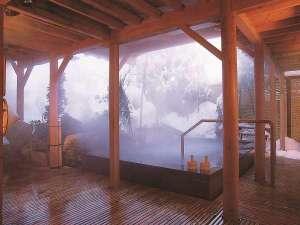 【冬の季里の湯】男性ジャグジー「泡風呂」。雪見の露天を堪能してください。