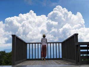 【アルプの里】展望台に立つとまるで空に浮かんでいるような・・・
