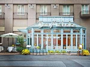 レストラン「サンミケーレ」も開放的でいい雰囲気