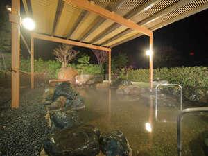 開放感ある露天温泉岩風呂で疲れを癒して♪