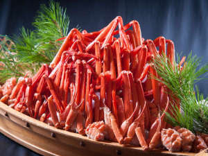 夕食会場では北陸の味覚の蟹が食べ放題※写真はイメージです