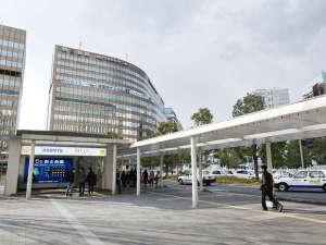 博多駅博多口を出て目の前の朝日ビル裏にホテルフォルツァ博多駅博多口がございます。