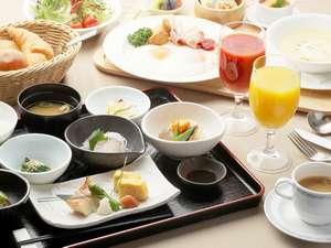 クチコミでも人気の地元食材を使用した【朝食】は和食・洋食から選択(バイキングの場合もございます)