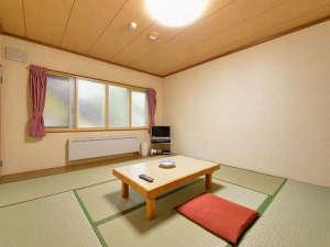 *和室10畳トイレ付(客室一例)/畳の香りがほのかに薫るお部屋で団欒のひと時をお過ごし下さい。