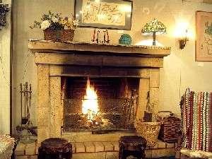 冬の夜は暖炉の前で一杯