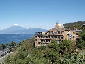海と富士山を見渡せる高台に建つ絶景の宿