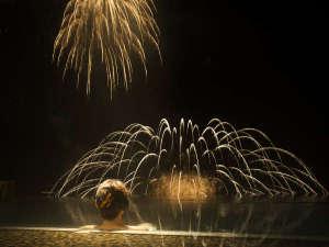 露天風呂から見る花火。言葉にできない感動が