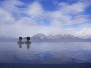 【湖と繋がるインフィニティ露天風呂】最上の開放感と絶景を楽しんで