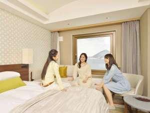 【女子旅】お部屋でわいわい