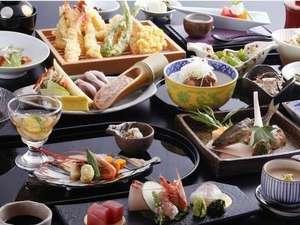季節折々に変化する四季夕膳会席【京のおばんざいと旬の天ぷら】はオーダービュッフェスタイル。