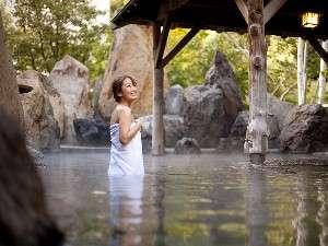 【峡谷露天風呂】四季折々の風情を楽しみながら当館自慢のお湯をお楽しみ頂けます☆