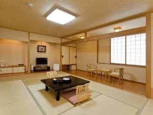 【和室12畳間】広々とお寛ぎいただけます。全室に空気清浄機をご用意しております。