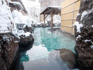 【峡谷露天風呂】頬を伝う北風のおかげで今日は「雪見露天」で少し長めの湯浴みになりそう・・・