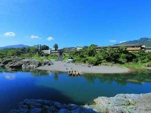 すべての客室から長瀞渓谷・岩畳の「100年変わらぬ癒しの眺め」が望めます。