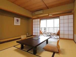 1階12畳or2階10畳の和室。岩畳や当館庭園を望める眺めはきっと心を癒してくれますよ(^_^)
