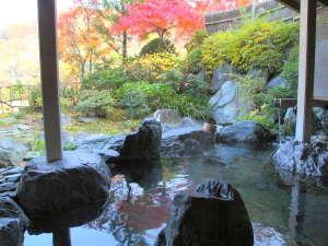 【浴場】露天風呂から紅葉も楽しめます