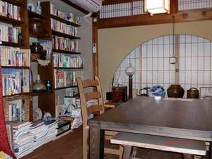 読書サロン。2,3人様の個室お食事部屋としてもご利用いただけます。