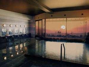 【大浴場・夕方】日本海に沈む夕陽は毎日違う顔を見せてくれます