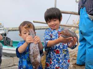 【漁師体験】好奇心旺盛な男の子のお客様。