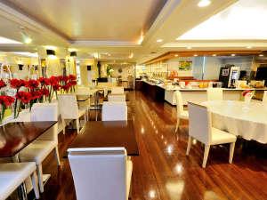 朝のレストランは、広々とした造り/2017年12月リニューアル☆