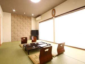 シンプルな和室ですが、広々とお使い頂けるお部屋です♪
