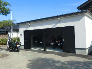 【バイク格納庫】屋根付き・施錠付きで大切なバイク・自転車をお預かりします♪
