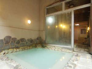 【露天風呂一例】風を感じながらのんびり露天風呂。源泉そのままの硫黄泉を堪能。