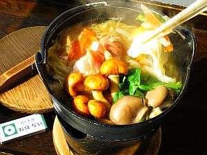 ◆ひっつみ鍋◆昔から愛されている郷土料理。鶏ガラと煮干ダシの汁は、ほっと安らぐ田舎の味です。