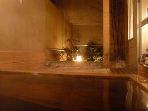 露天風呂 寒い日はじっくりと身体を温めて下さい。湯の川温泉はお肌がしっとりとなる泉質です。