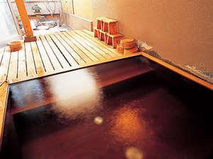 露天風呂 坪庭を眺めながらゆっくりとお入りください。