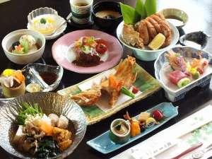 輝-かがやき-の膳(一例)全十三品の懐石、当館で一番人気のあるご夕食です。
