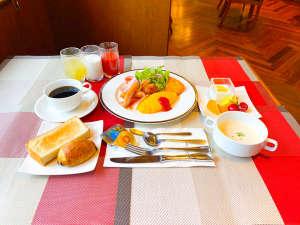 洋食おかずセット例(パン、スープ、ドリンク、デザート等はセミブッフェ形式となります)